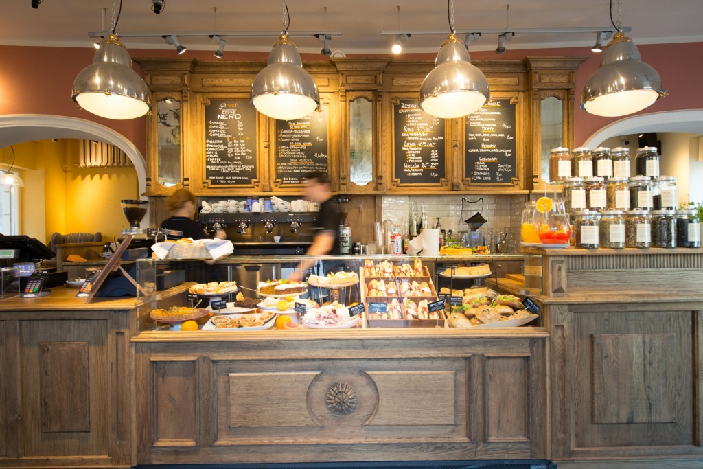local coffee shops and chain coffee shops essay Coffee shop trends in the uk have tremendously increased since year 2000 with the increasing perception of the coffee shops as a source of leisure by the customers.